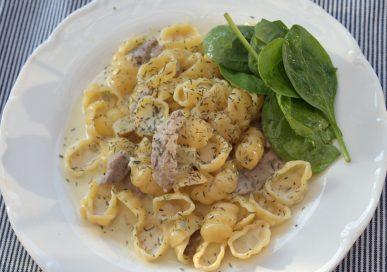 Fläskfilépasta med gorgonzola och vitt vin