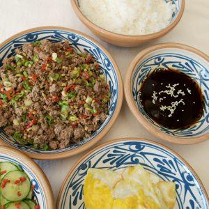 Supergod japansk färs med asiatisk gurka