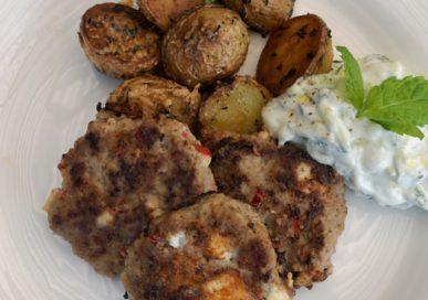 Lammfärsbiffar med tzatziki och ugnsrostad potatis