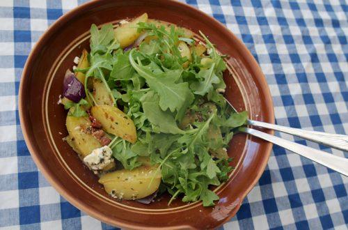 Potatissallad på klyftpotatis