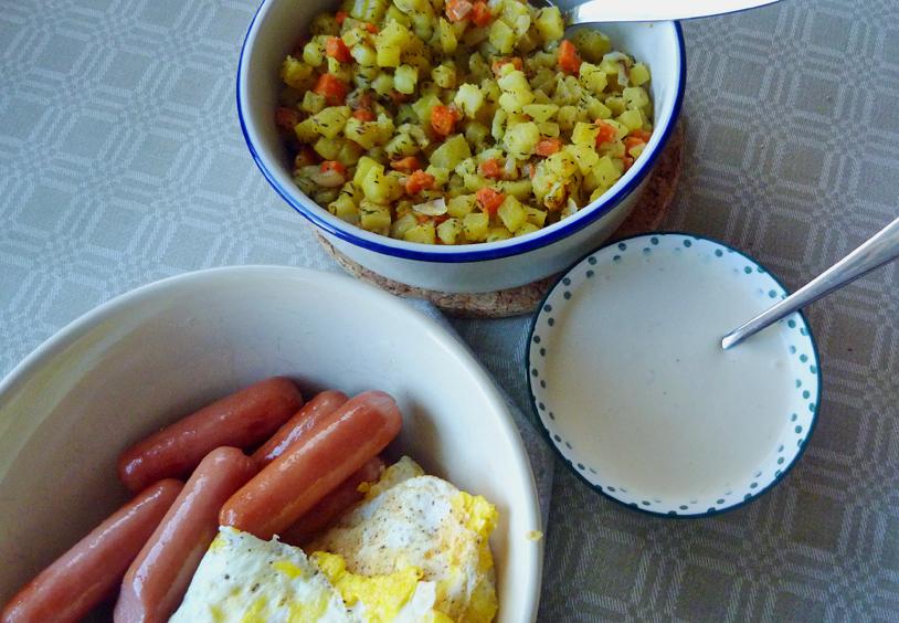 Rotfruktspytt med korv, ägg och senapskräm