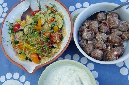 Köttbullar med couscoussallad och myntayoghurt